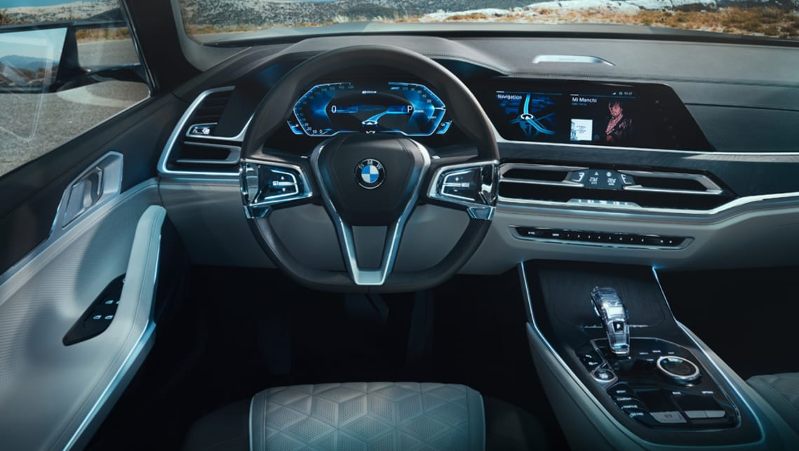 Inside, the X7 concept is an evolution of the latest BMW cabin design with two 12.3-inch TFT screens that flow from the centre to the driver's binnacle.