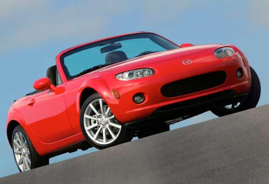 https://res.cloudinary.com/carsguide/image/upload/f_auto,fl_lossy,q_auto,t_cg_hero_large/v1/editorial/dp/albums/album-1425/lg/Mazda-MX-5-2005-2.jpg
