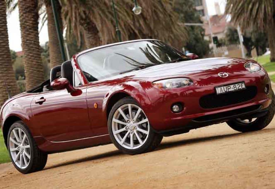 https://res.cloudinary.com/carsguide/image/upload/f_auto,fl_lossy,q_auto,t_cg_hero_large/v1/editorial/dp/albums/album-1425/lg/Mazda-MX-5-2005-5.jpg