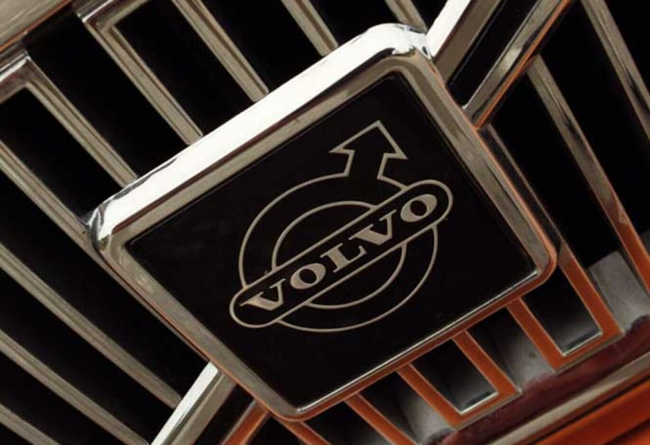 Volvo C70 - 1998 grill and badge