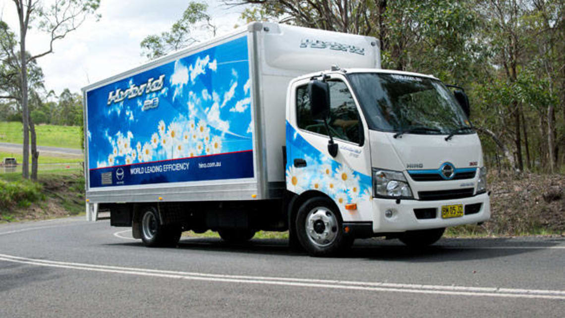 Hino 300 Hybrid review | CarsGuide
