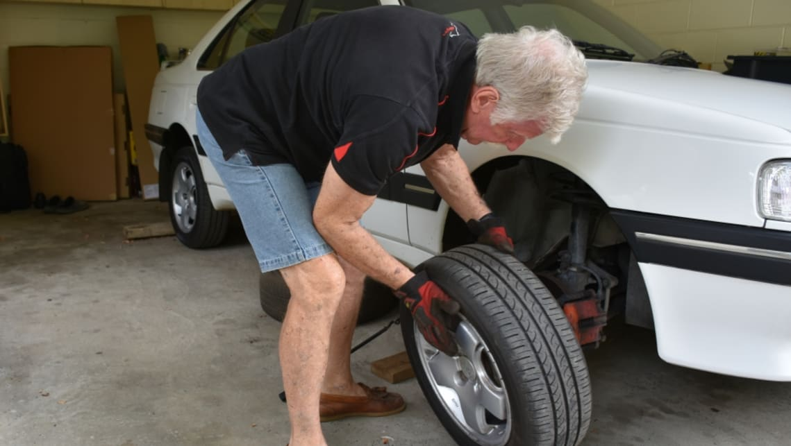 How To Change A Tyre Car Advice Carsguide