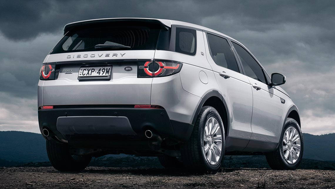https://res.cloudinary.com/carsguide/image/upload/f_auto,fl_lossy,q_auto,t_cg_hero_large/v1/editorial/land-rover-discovery-sport-se-2015-%283%29.jpg