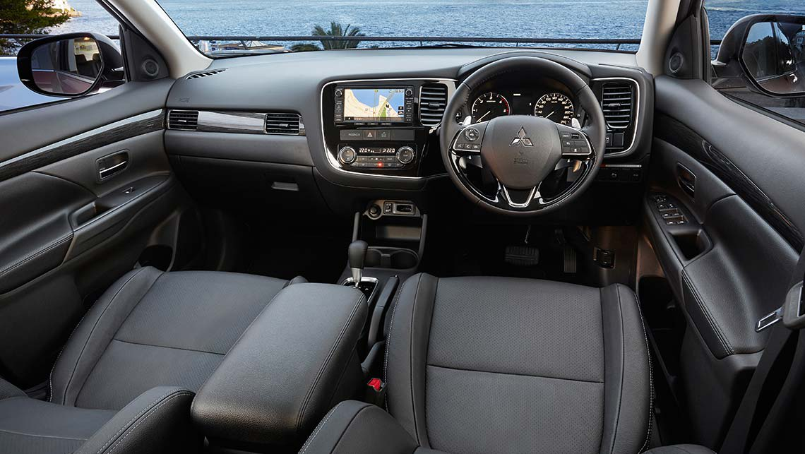 mitsubishi outlander exceed and xls 2015 review carsguide. Black Bedroom Furniture Sets. Home Design Ideas