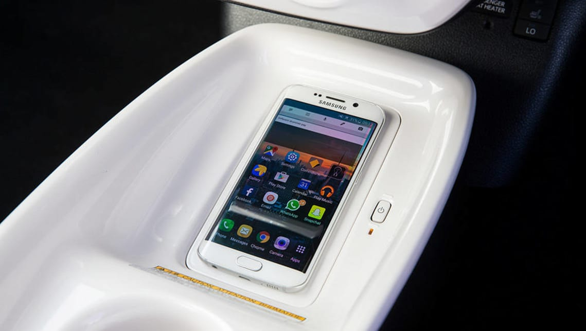 what is qi or chee wireless phone charging car advice carsguide. Black Bedroom Furniture Sets. Home Design Ideas
