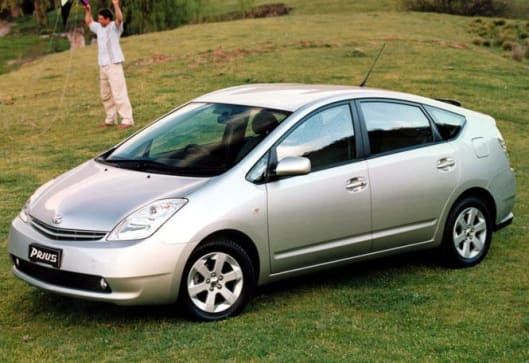 toyota prius   review carsguide