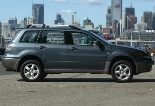 used car review mitsubishi outlander 2003 2004 carsguide. Black Bedroom Furniture Sets. Home Design Ideas