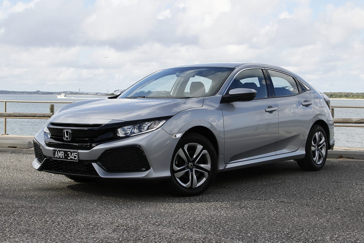 Honda civic vti hatch 2017 review carsguide for Used 2017 honda civic