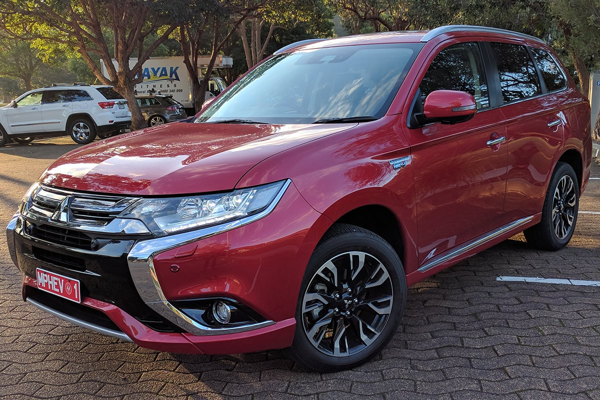 mitsubishi outlander phev exceed 2017 review family test carsguide. Black Bedroom Furniture Sets. Home Design Ideas