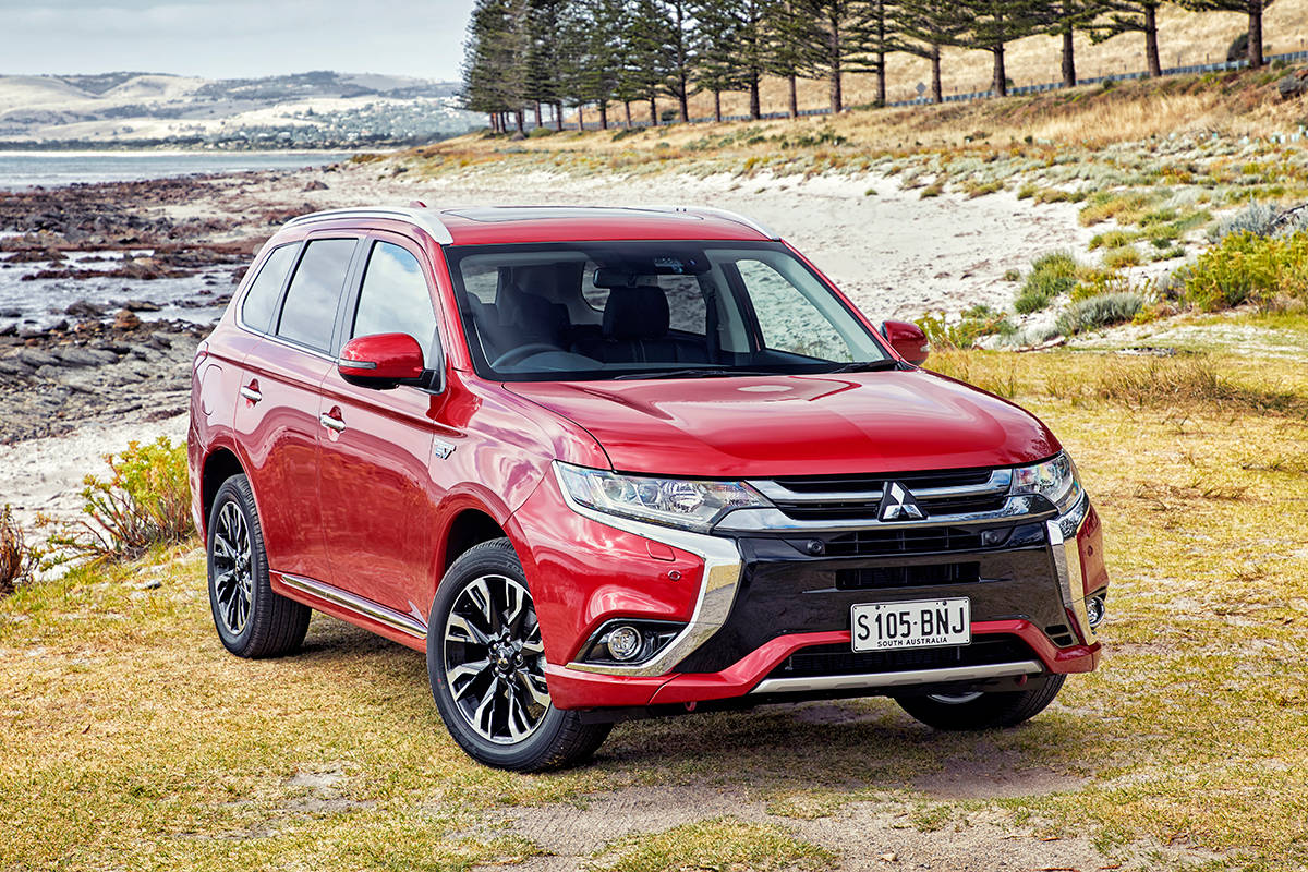 mitsubishi outlander phev exceed 2017 review snapshot carsguide. Black Bedroom Furniture Sets. Home Design Ideas