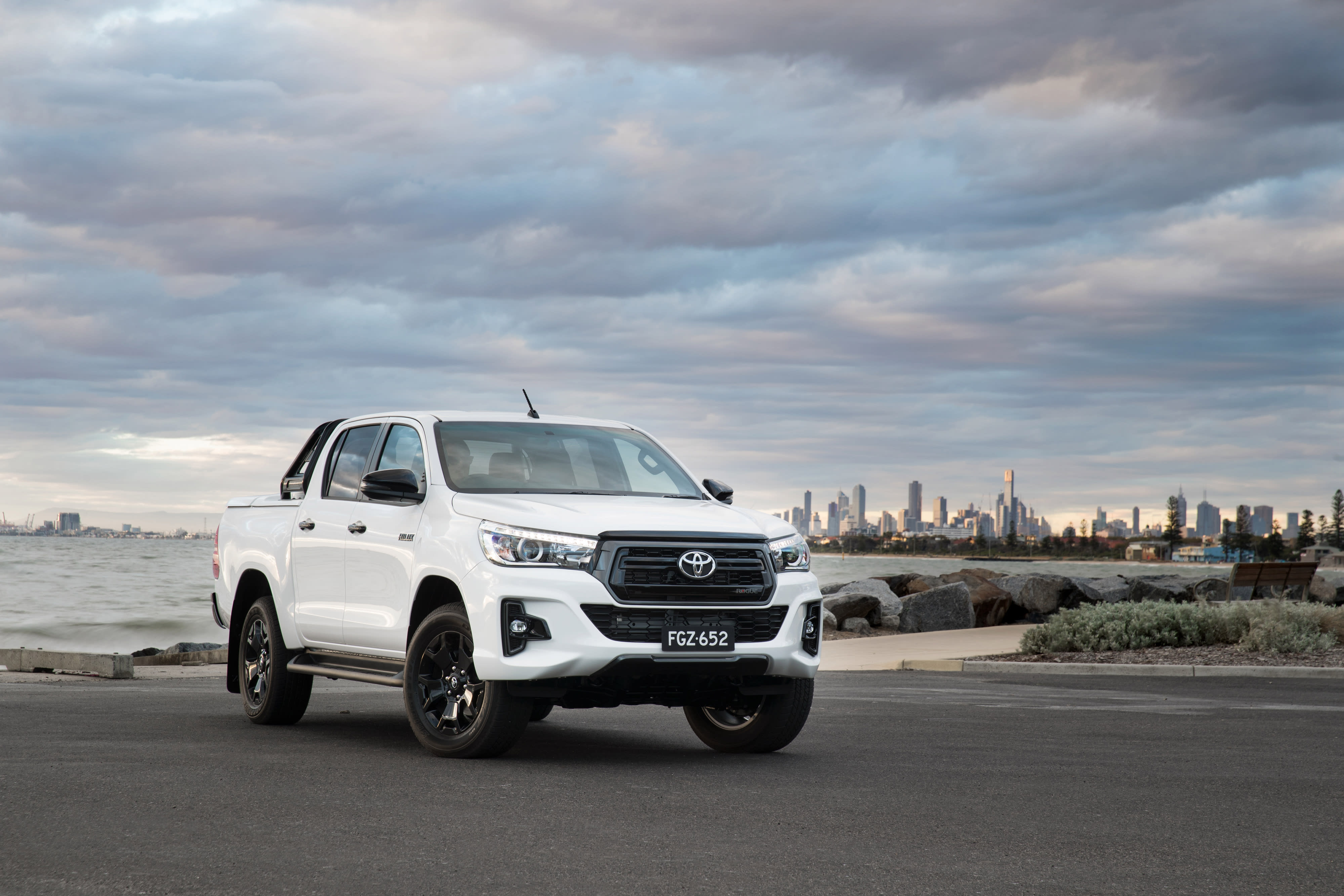 toyota hilux rogue 2018 review snapshot carsguide. Black Bedroom Furniture Sets. Home Design Ideas