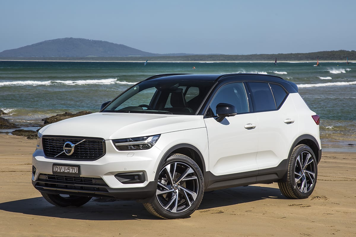 volvo xc40 r design 2018 review snapshot carsguide. Black Bedroom Furniture Sets. Home Design Ideas