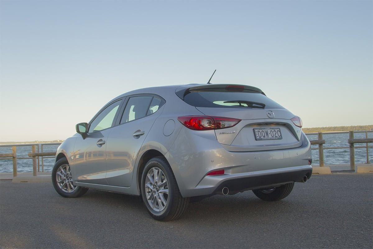 Mazda 3 neo vs maxx sport