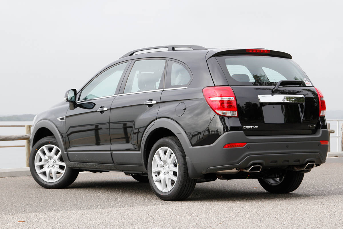 holden captiva lt 2017 review snapshot carsguide