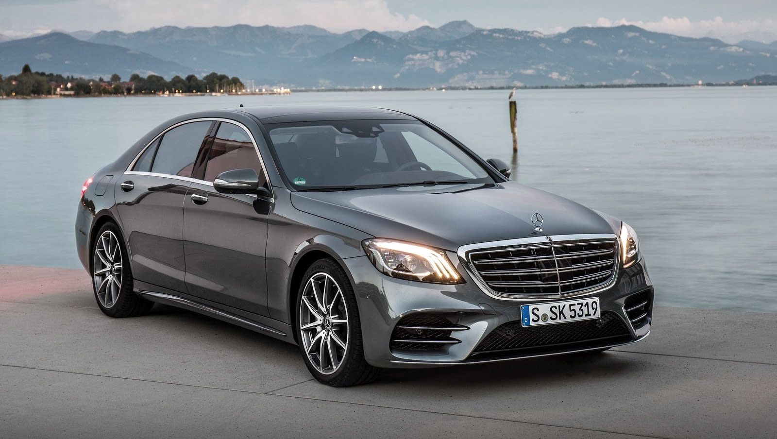 Mercedes benz s350d 2018 review snapshot carsguide for Mercedes benz account