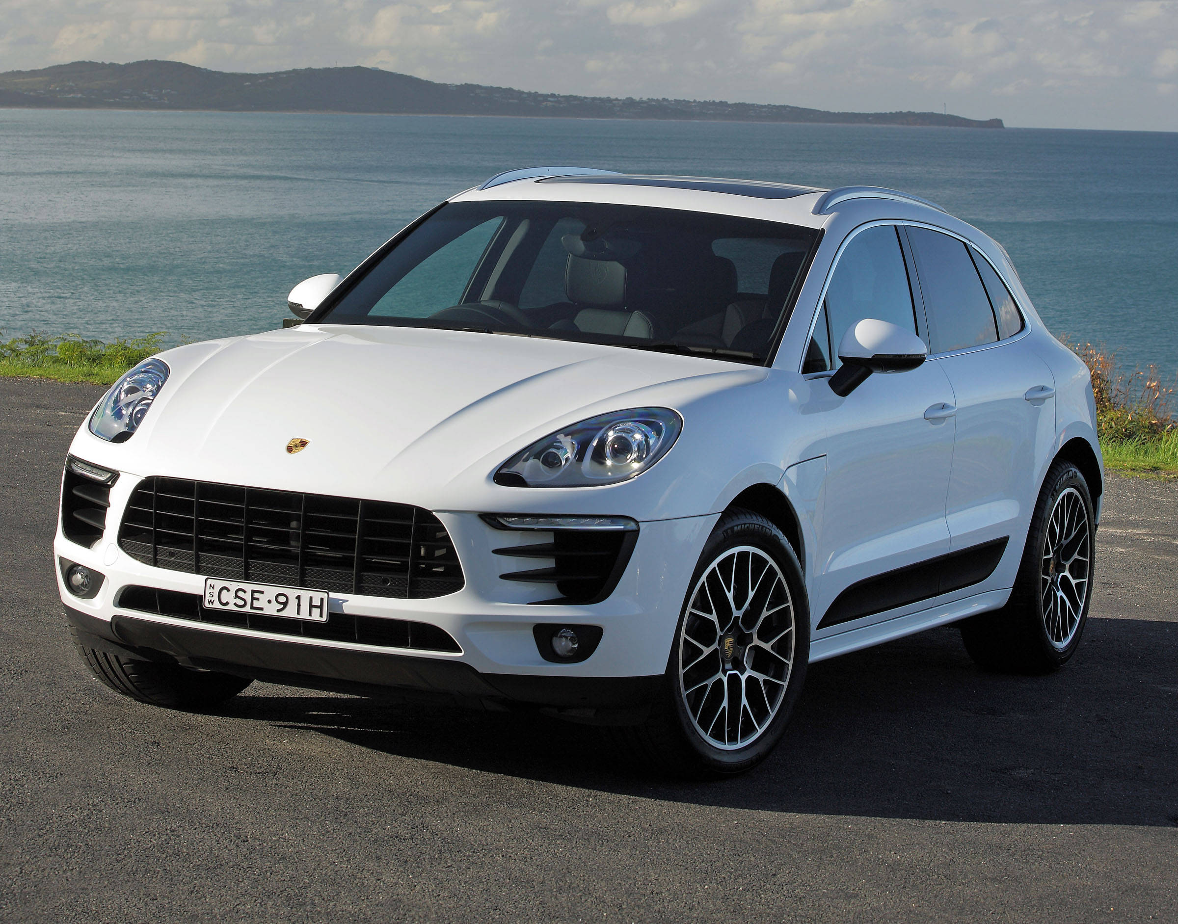 We Buy Used Cars >> Porsche Macan S 2015 review | CarsGuide