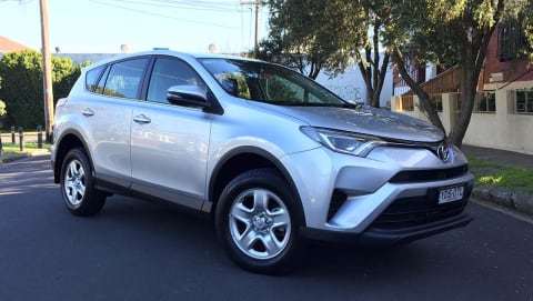 Toyota RAV4 GX 2WD 2016 review | road test