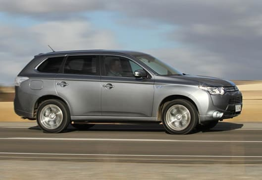mitsubishi outlander plug in hybrid review first drive. Black Bedroom Furniture Sets. Home Design Ideas