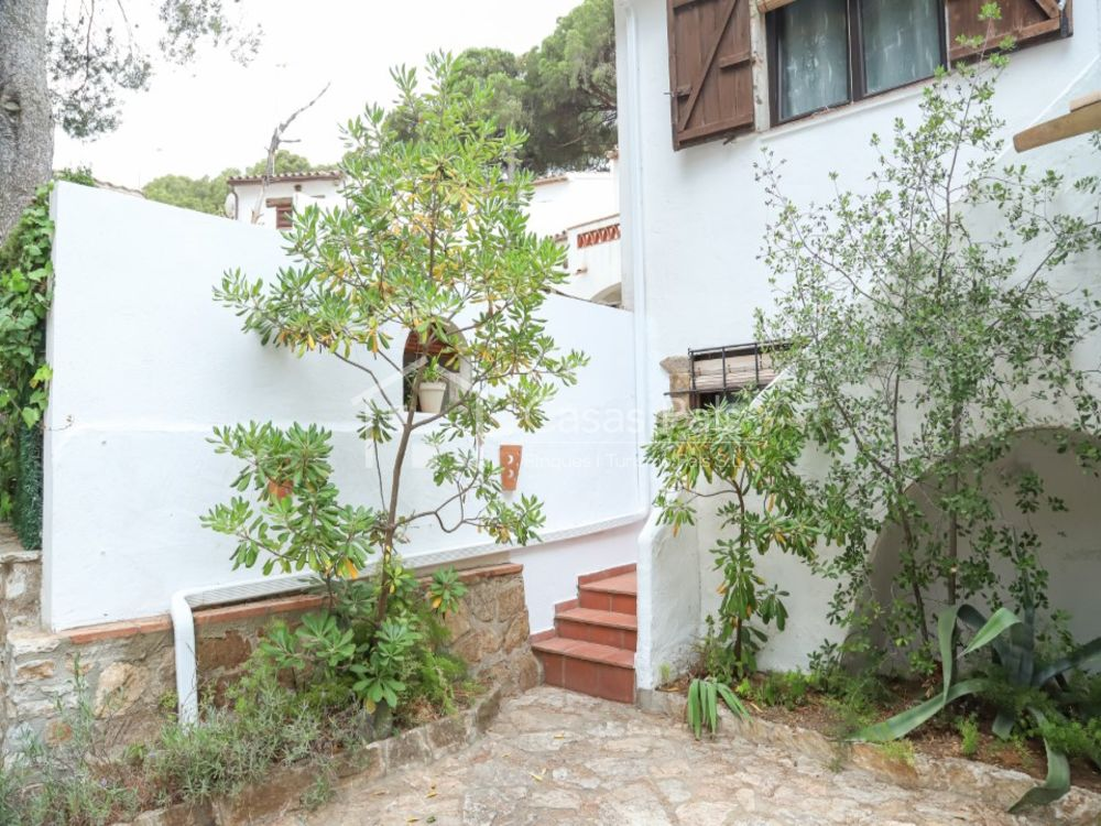 Semi-detached house next to the beach