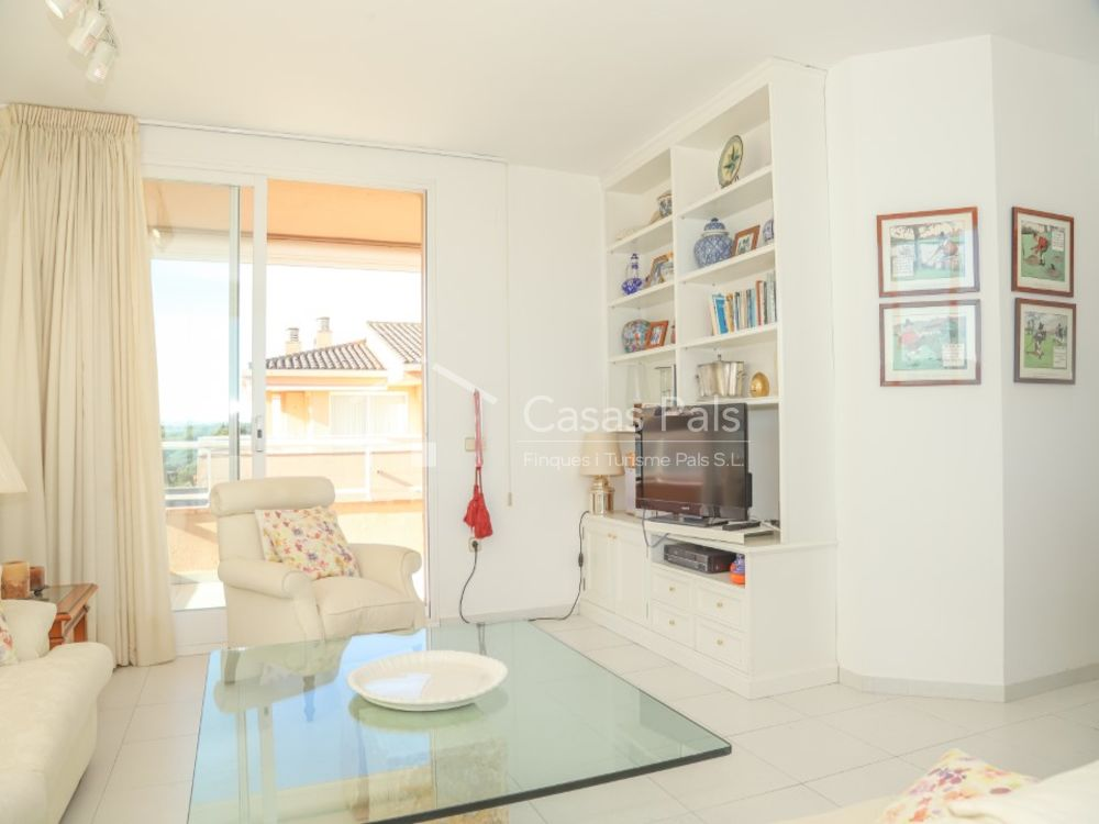 Apartment in the first line of the sea in Golf Mar II Community