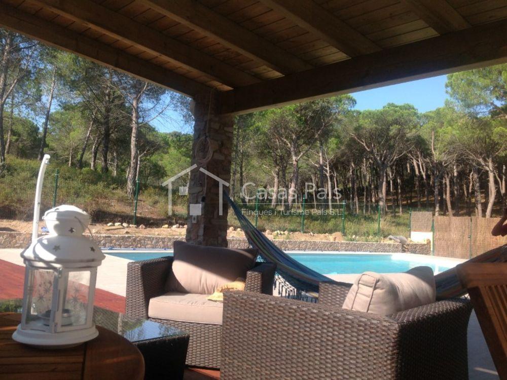 Magnífica casa con piscina privada en una zona privada