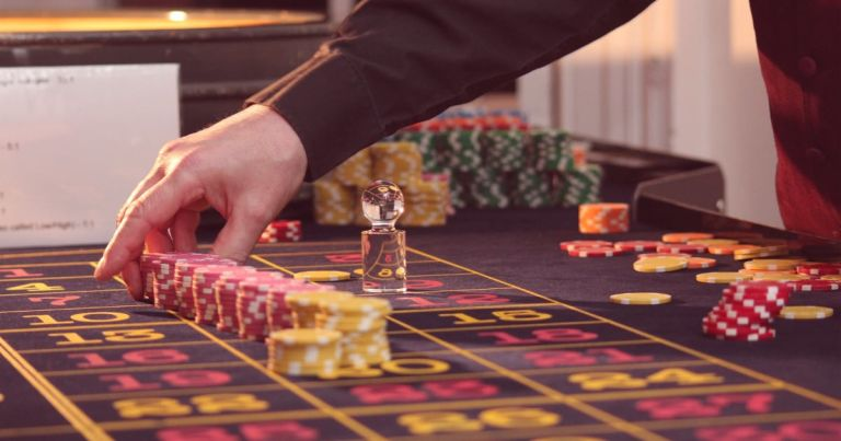 How To Play Roulette: The Ultimate Guide