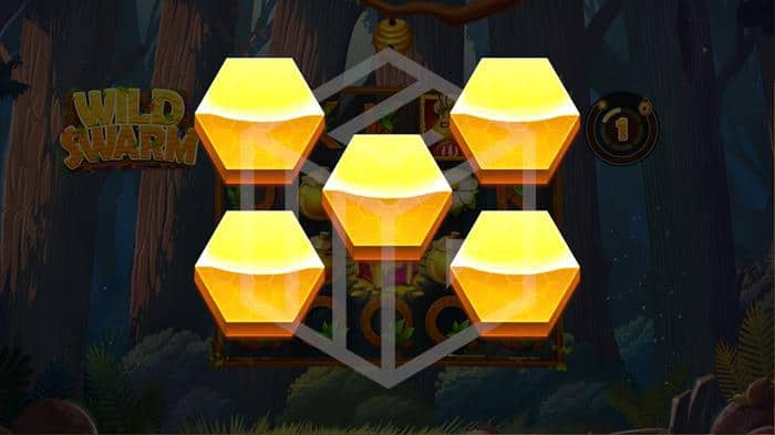 push gaming - wild swarm - random feature. Image showing chest bonus