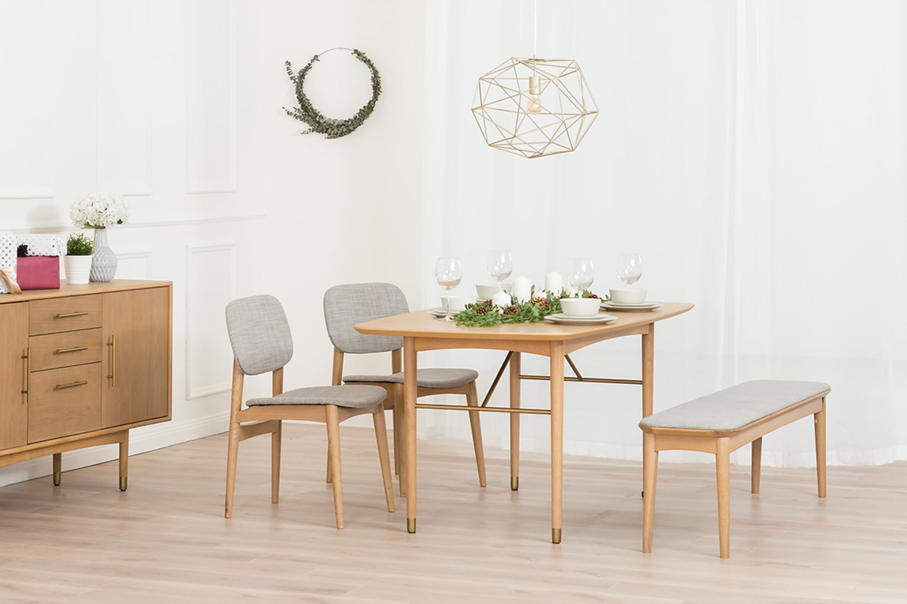 D5_Chelsea_Dining_Table