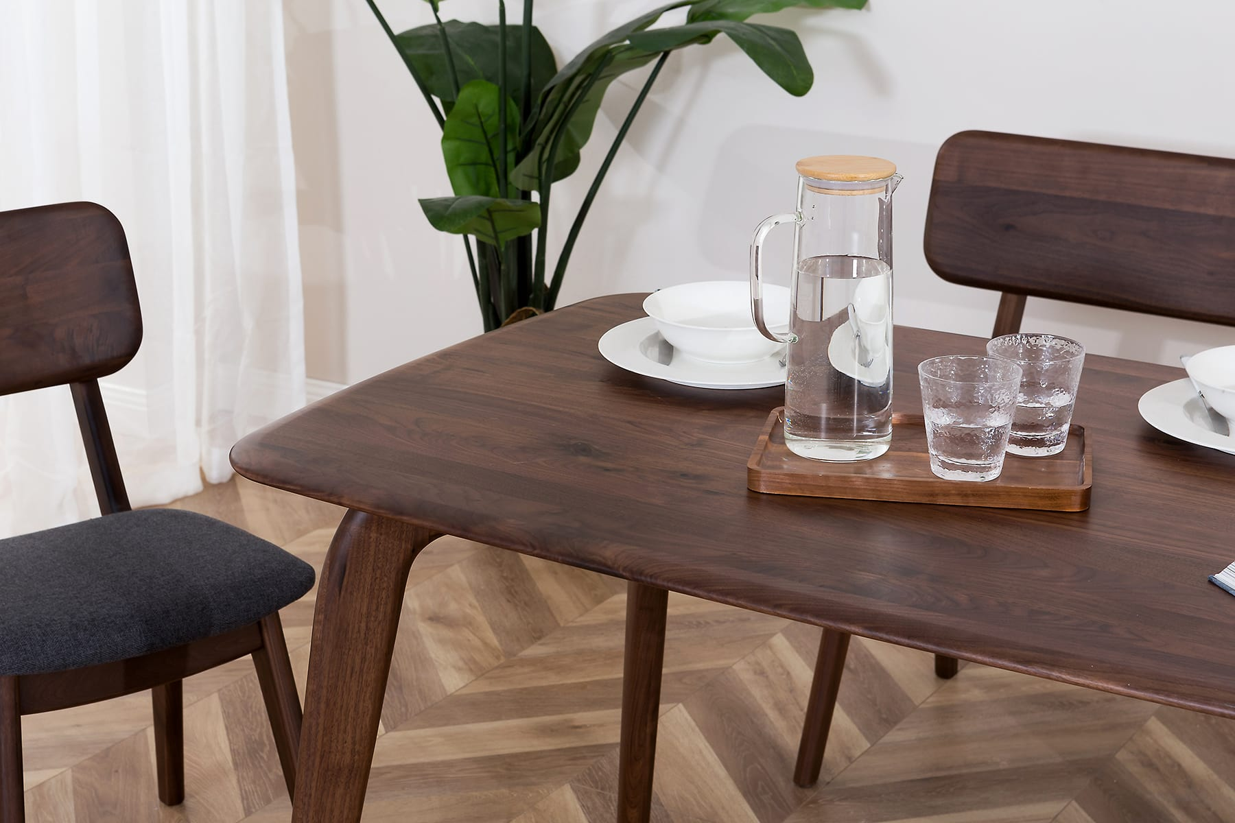 D7_Vincent_Dining_Table