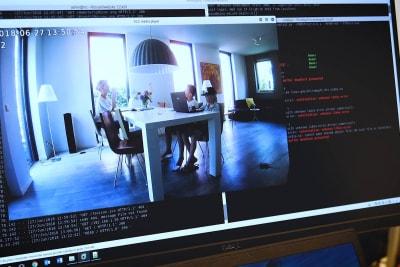 2435-cb-foscam-camera