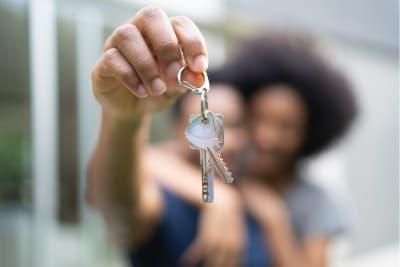 Huis kopen stel met sleutel
