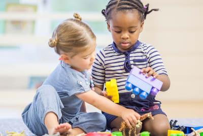 school bso opvang oppas spelen blokken speelgoed meisjes