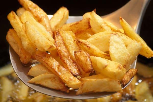 Frituur patat bakken