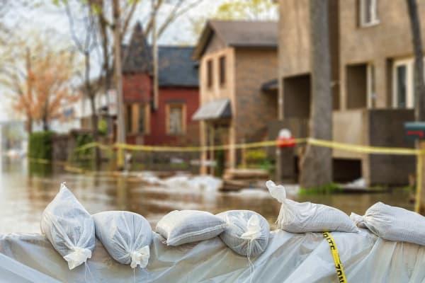 overstroming-straat-huizen
