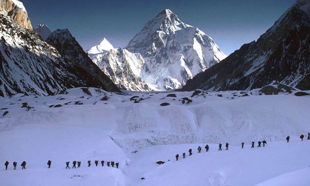 Porters on the way to Tashi Lapcha Pass