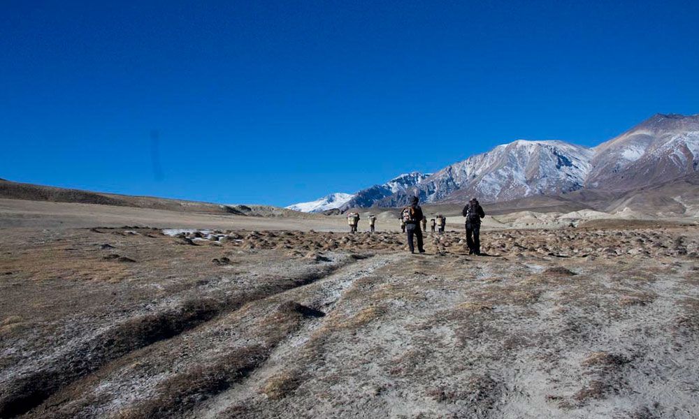 Trekkers on the way towards Lo Manthang