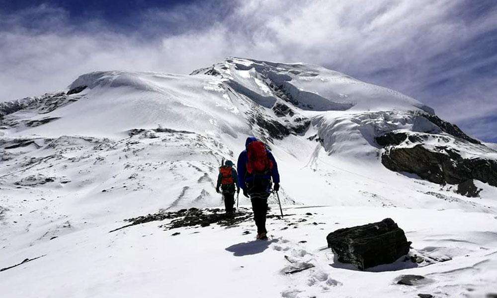 Climbing Thorong Peak