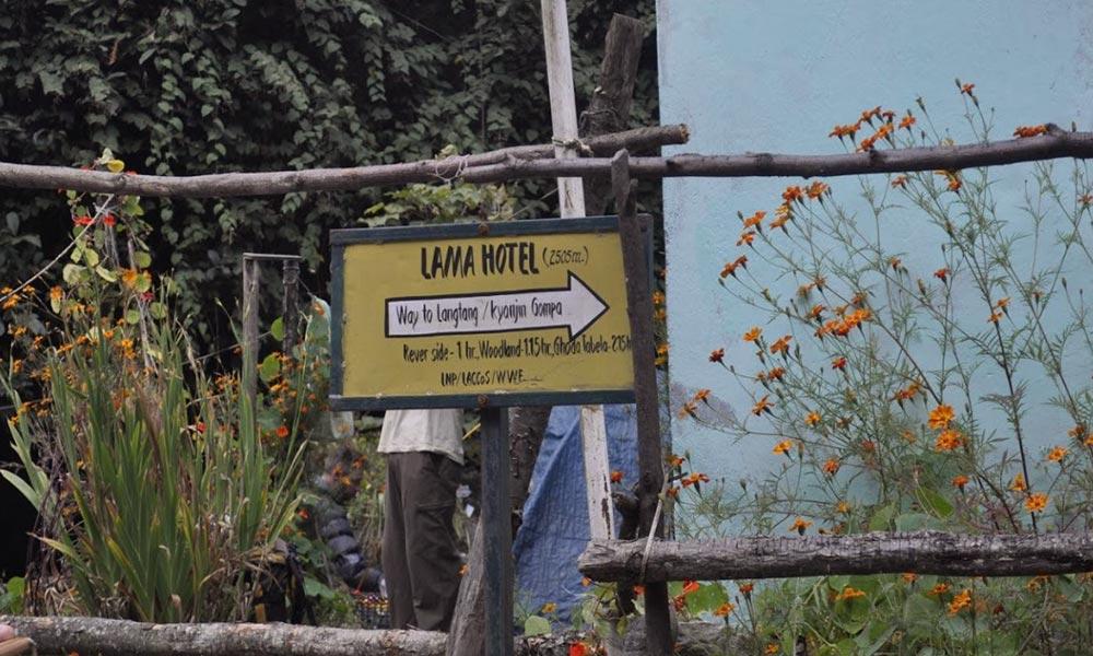 Direction Indicator, Lama Hotel