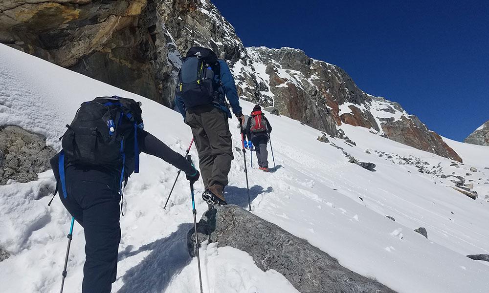 Ascending towards Chola Pass