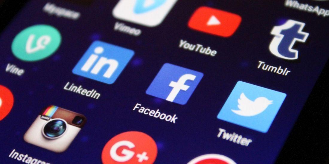 Stort begyndelsesbogstav og sociale medier