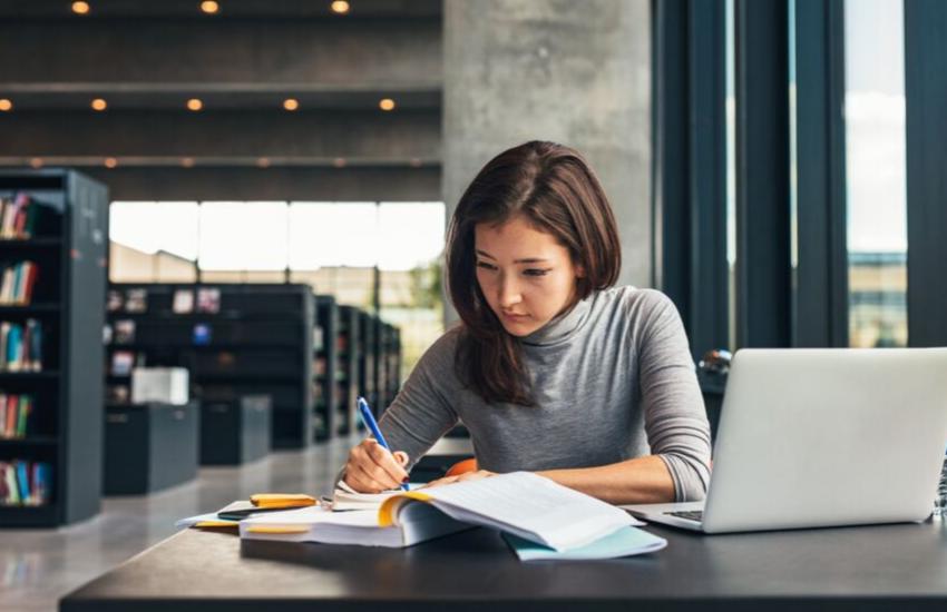Guide: Sådan får du et godt studiejob