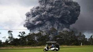 Ash cloud from Hawaii volcano