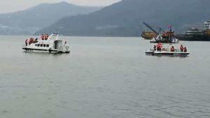 capsizes Yangtze