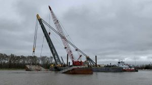 Grounded towing vessel
