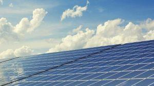 India launches 750 megawatt solar power plant to stop China