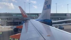 Airbus A320 and KLM Boeing 737-800
