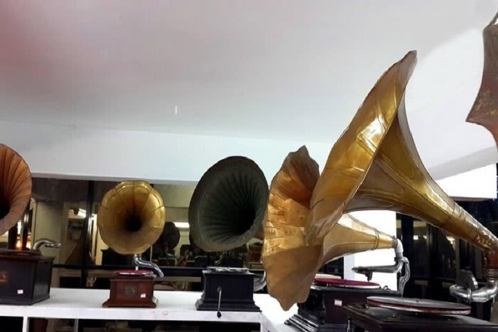 Discs & Machines - Sunny's Gramophone Museum and R