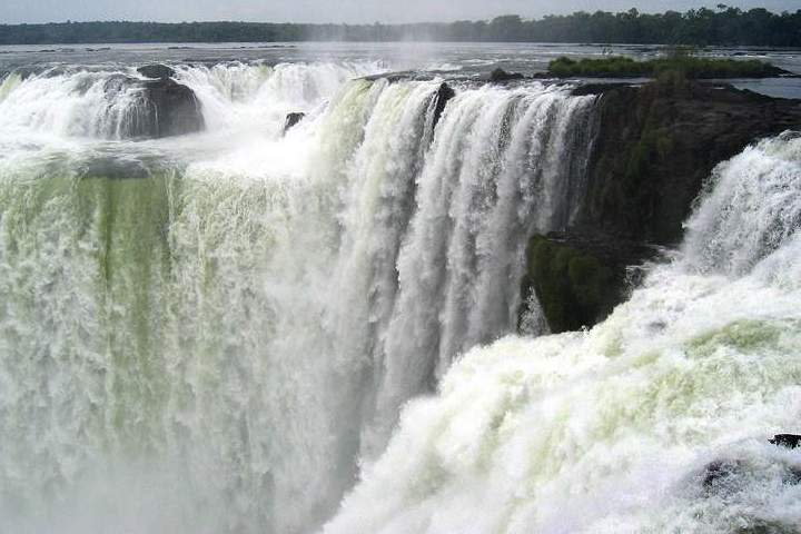 Dhoni Waterfalls