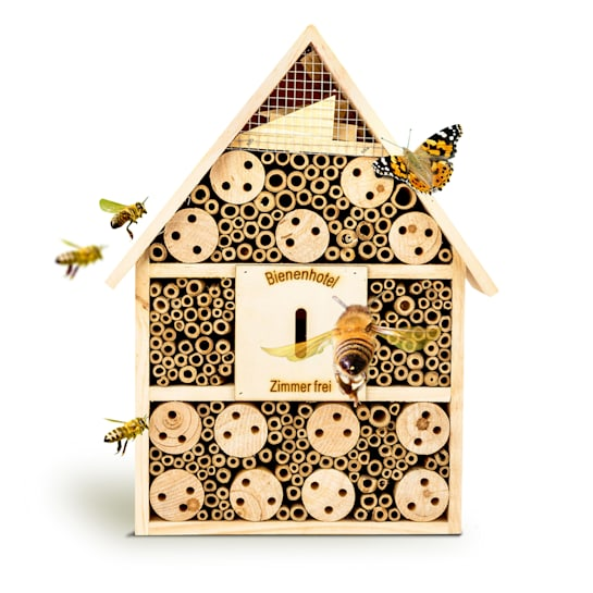 Bug hotel with pitched roof suspension, habitable wood all year round