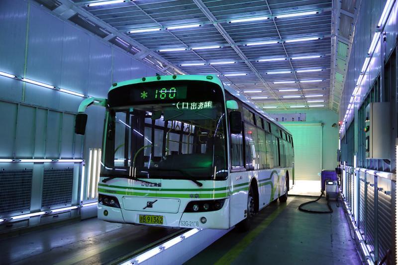 solar-power Shanghai Bus presenta la tecnología de desinfección UV